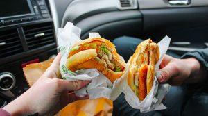 Không ăn trên xe ô tô để hạn chế chuột