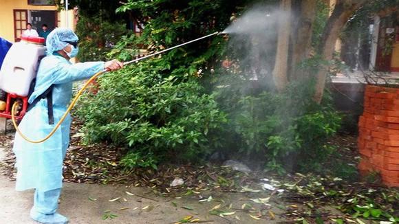 Tự phun thuốc diệt muỗi